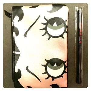 Limited Edition Betty Boop Make-Up Bag and brush!!